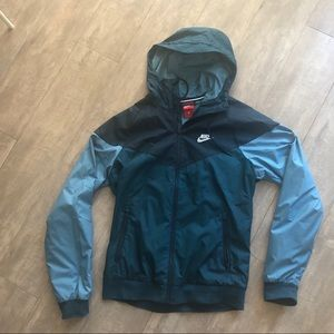 Nike men's windbreaker in S